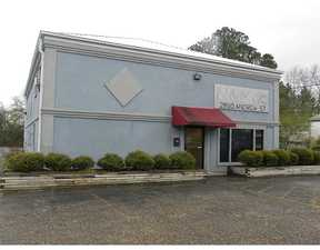 Commercial For Rent: 2810 Andrew Ave.