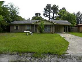 Single Family Home For Rent: 13 Carl Dr.