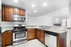 Condo/Townhouse For Rent: 333 W Mifflin Street #5070
