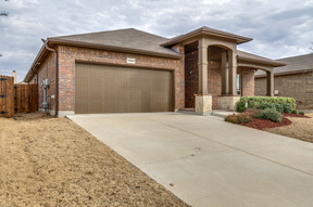 Fort Worth TX Single Family Home Active Option Contract: $239,900