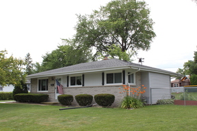 Menomonee Falls WI Single Family Home For Sale: $229,900