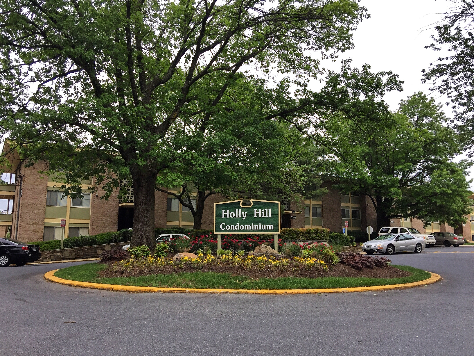 Holly Hills Condominiums | AskGenna.com