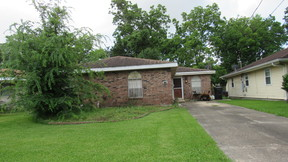 Belle Chasse LA Single Family Home Belle Chasse Foreclosure: $179,900 TBD