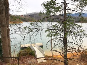 Single Family Home Vacation Rental: Sybarite - Watauga LakeFront