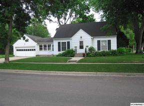 Single Family Home Sold: 321 SW Robbins Ave