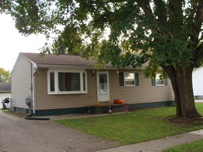 Charlotte MI Residential Sold: $116,500 Cute 3BR,1.5BA ranch