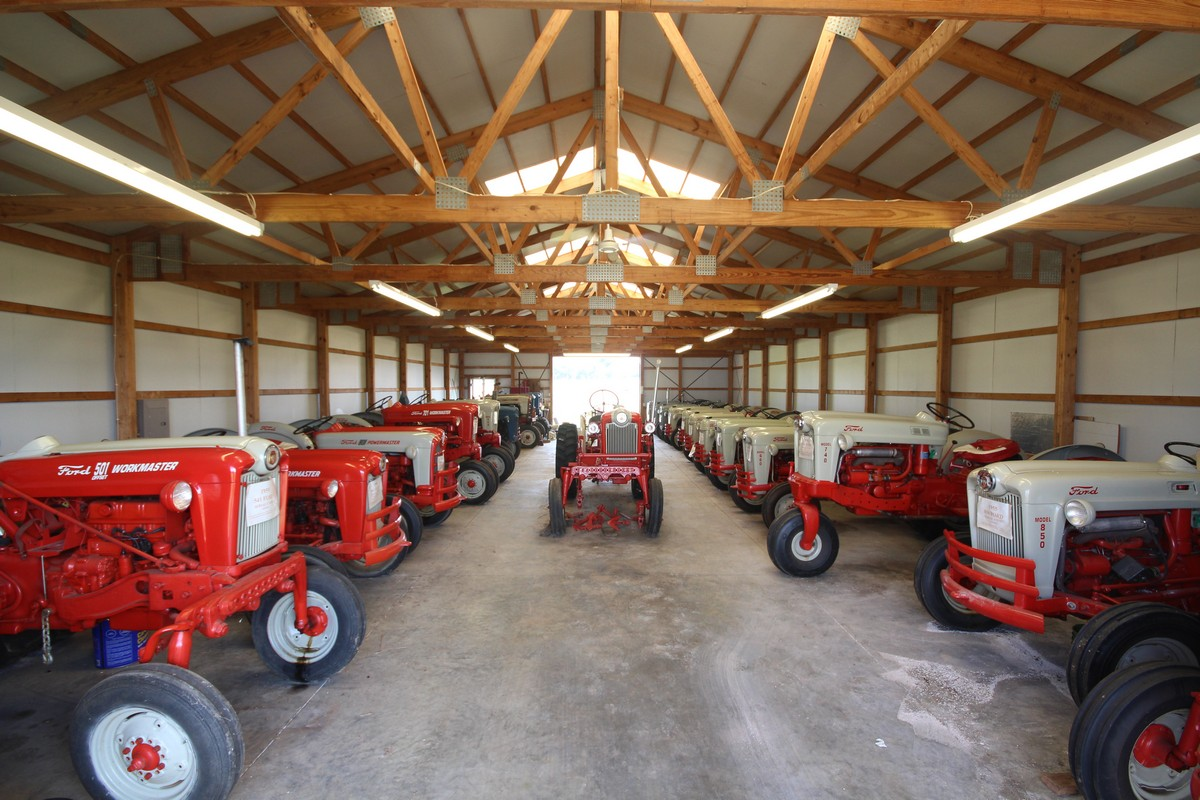 Antique Ford Tractor Auction and farm equipment Hardin County KY