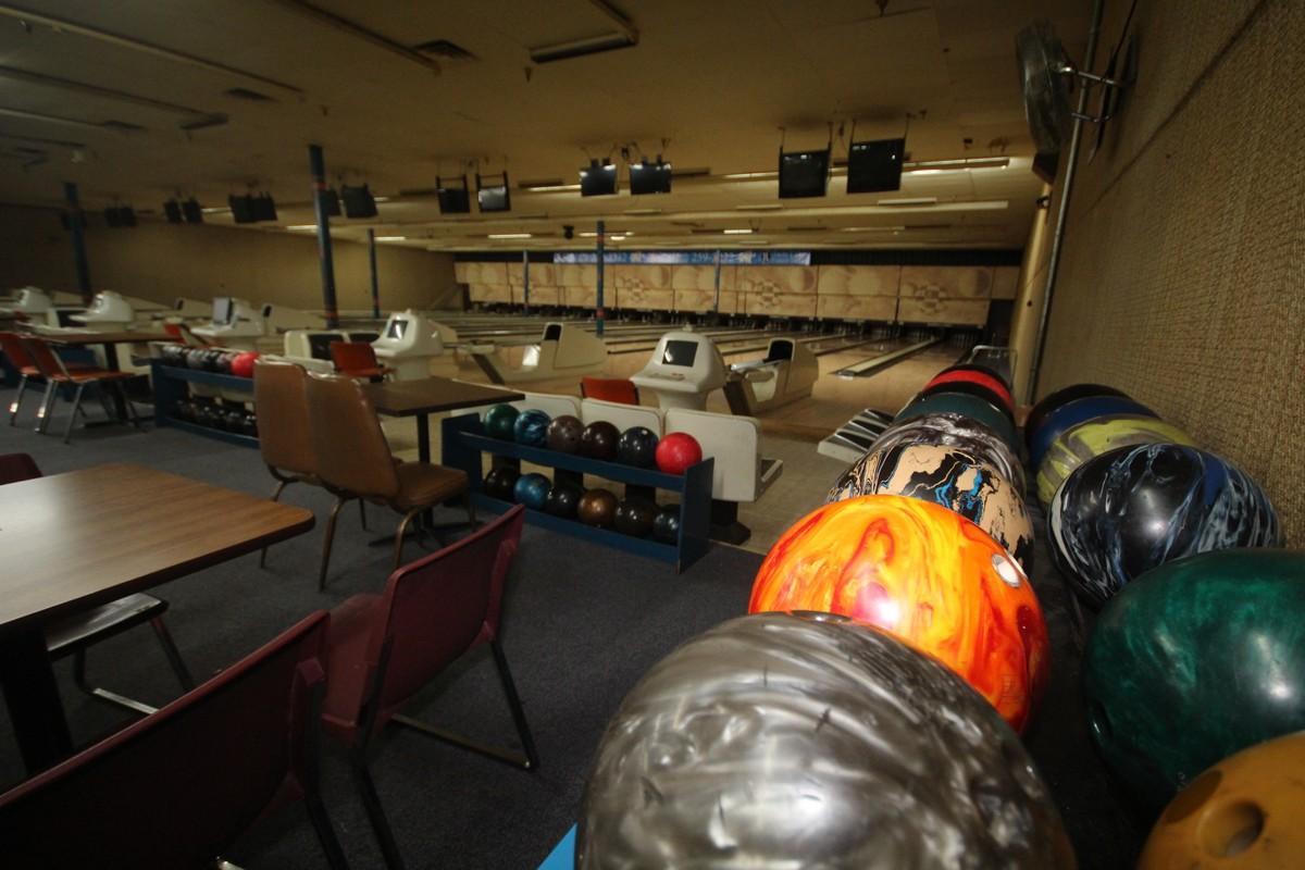 anvillane, brunswick bowling alley