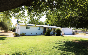 Hanford CA Single Family Home For Sale: $225,000