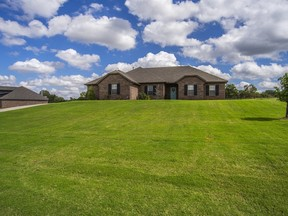 Choctaw OK Single Family Home For Sale: $257,500