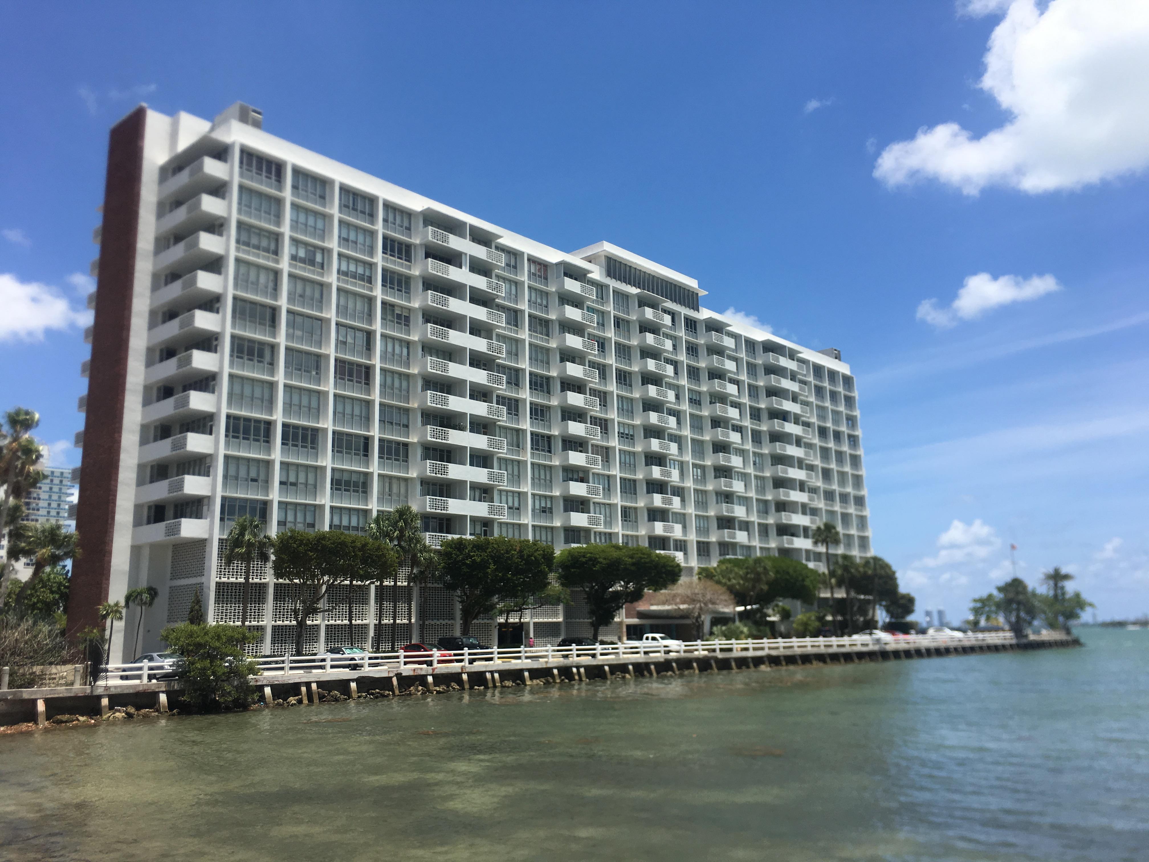 Biscayne 21 Condominium