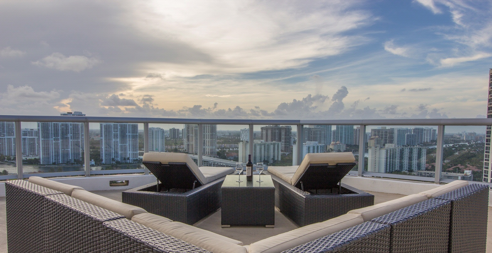 M Resort Residences 18683 Collins Avenue Sunny Isles Beach, FL 33160 for sales and rentals call Eddie La Rosa 305-968-8397