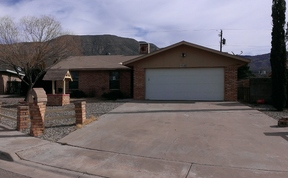 Single Family Home For Rent: 1528 Walnut
