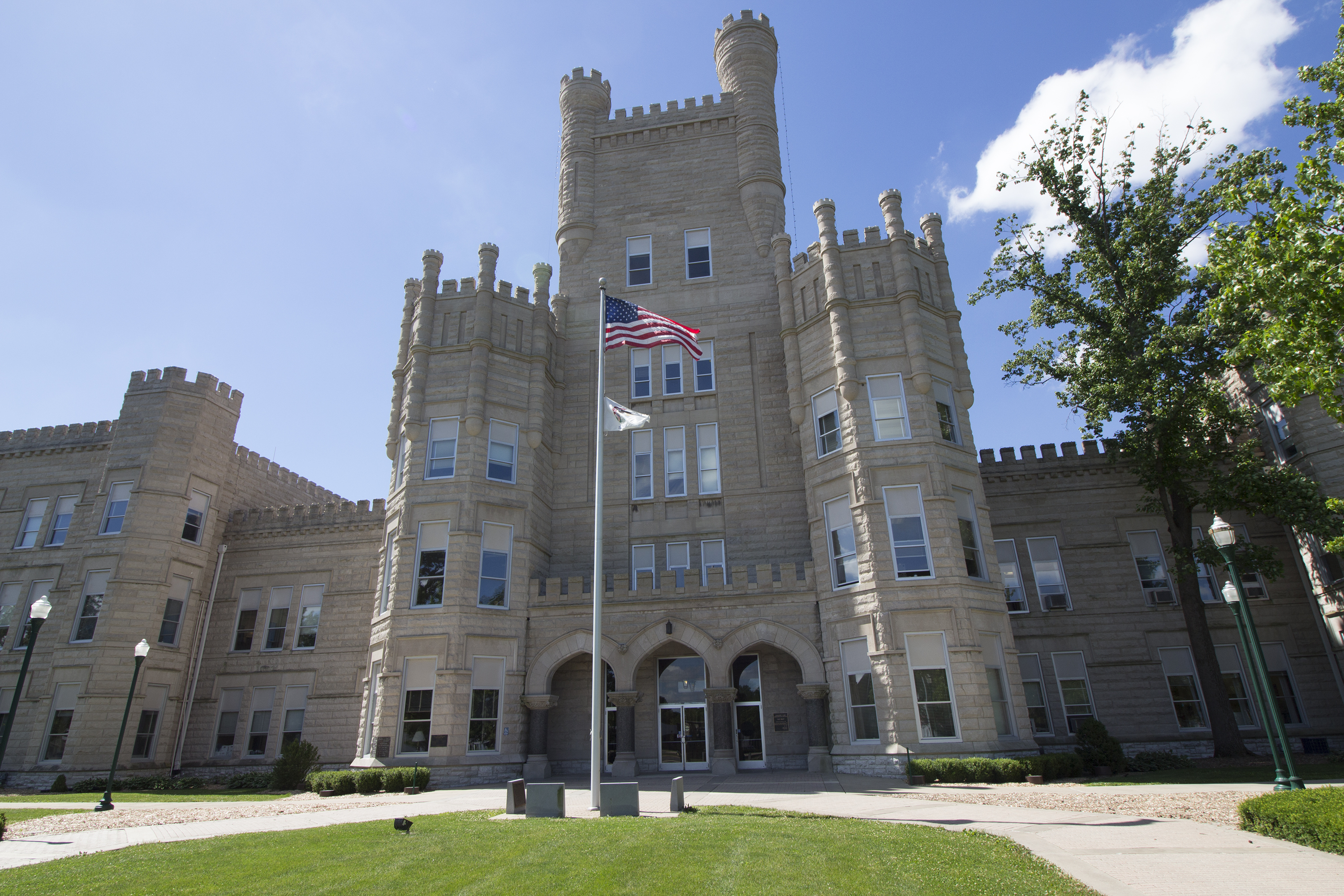 Eastern Illinois Properties Eip Student Rentals Apartments At Eiu