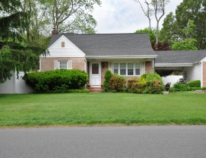 Homes for Sale in Woodbury, NY