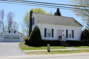 b>SELLER SAVED $4,880</ Sold: 256 Lincoln Street