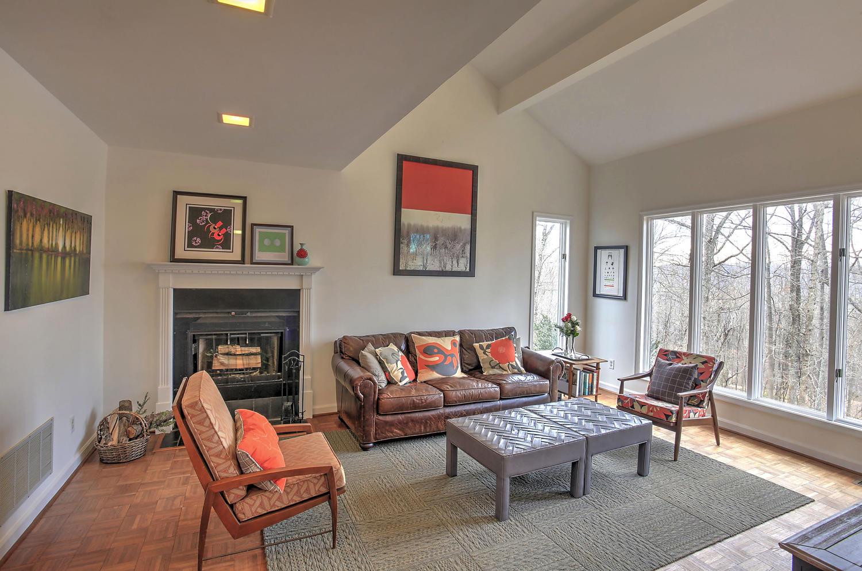 609 Dry Bridge Rd Living Room