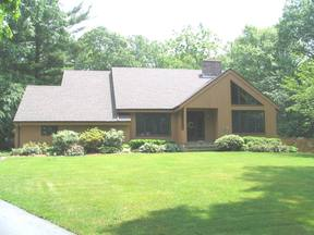Gales Ferry CT Single Family Home For Rent: $2,200