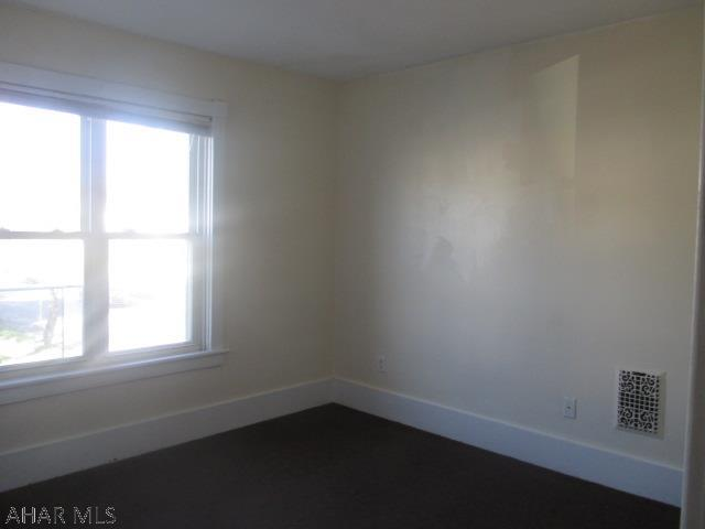 1001 N 3rd St bedroom pic