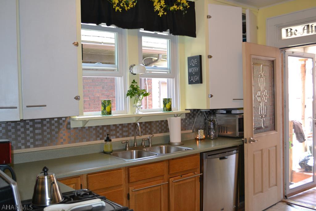 1007 Broadway Kitchen pic