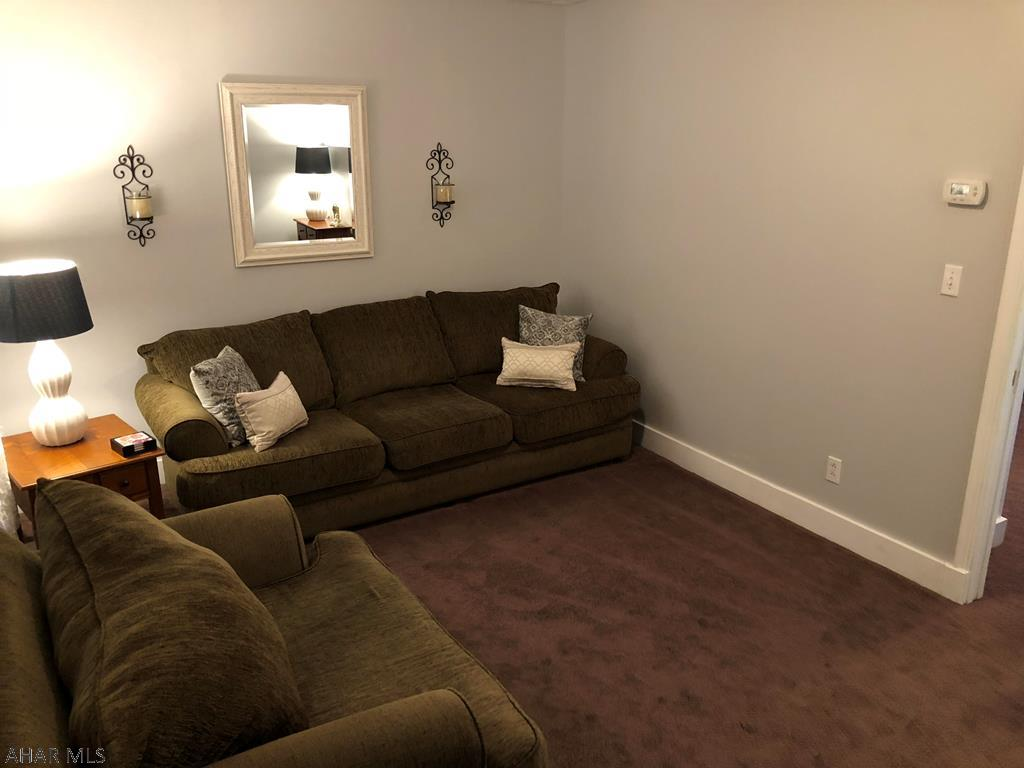 1319 2nd Avenue Living room pic