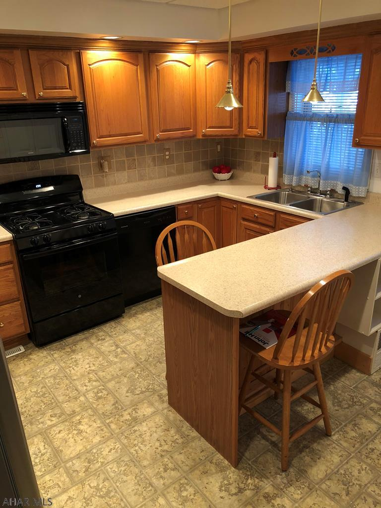 1319 2nd Avenue Kitchen pic