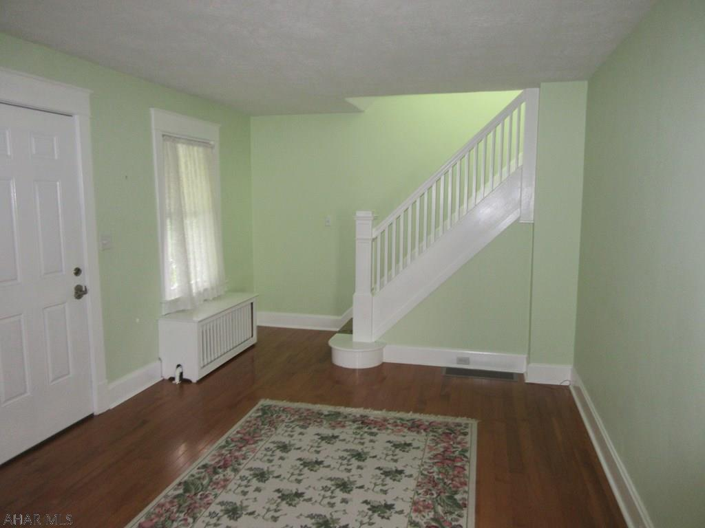 1407 Walnut St, Hollidaysburg living room pic
