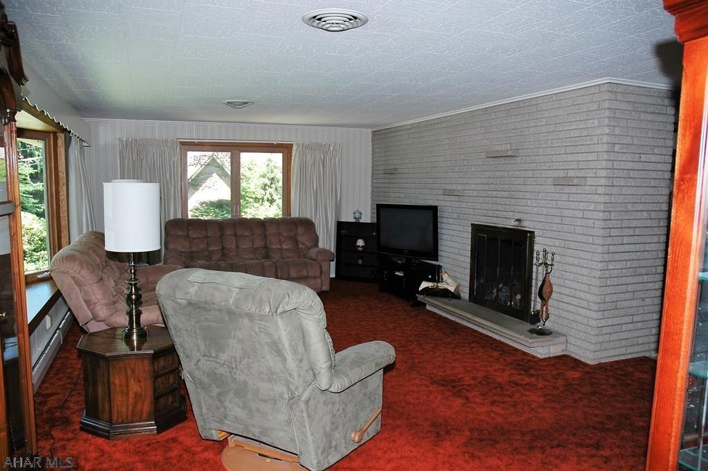 1574 Sylvan Drive, Hollidaysburg Living room pic
