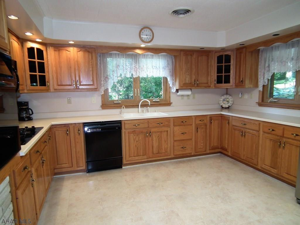 1574 Sylvan Drive, Hollidaysburg Kitchen pic