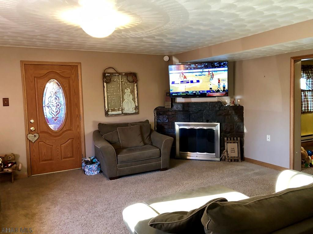 1665 Notre Dame Road, Living room pic