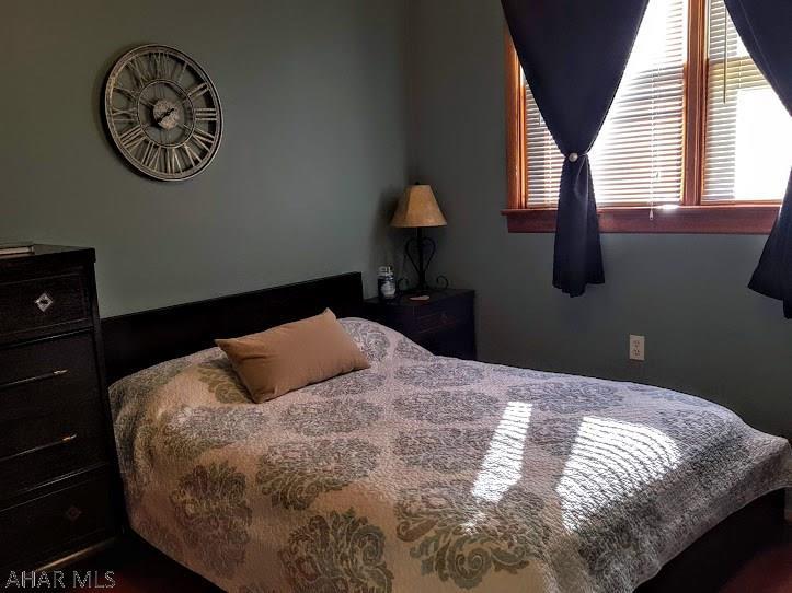 1913-15 Walton Avenue, Bedroom pic