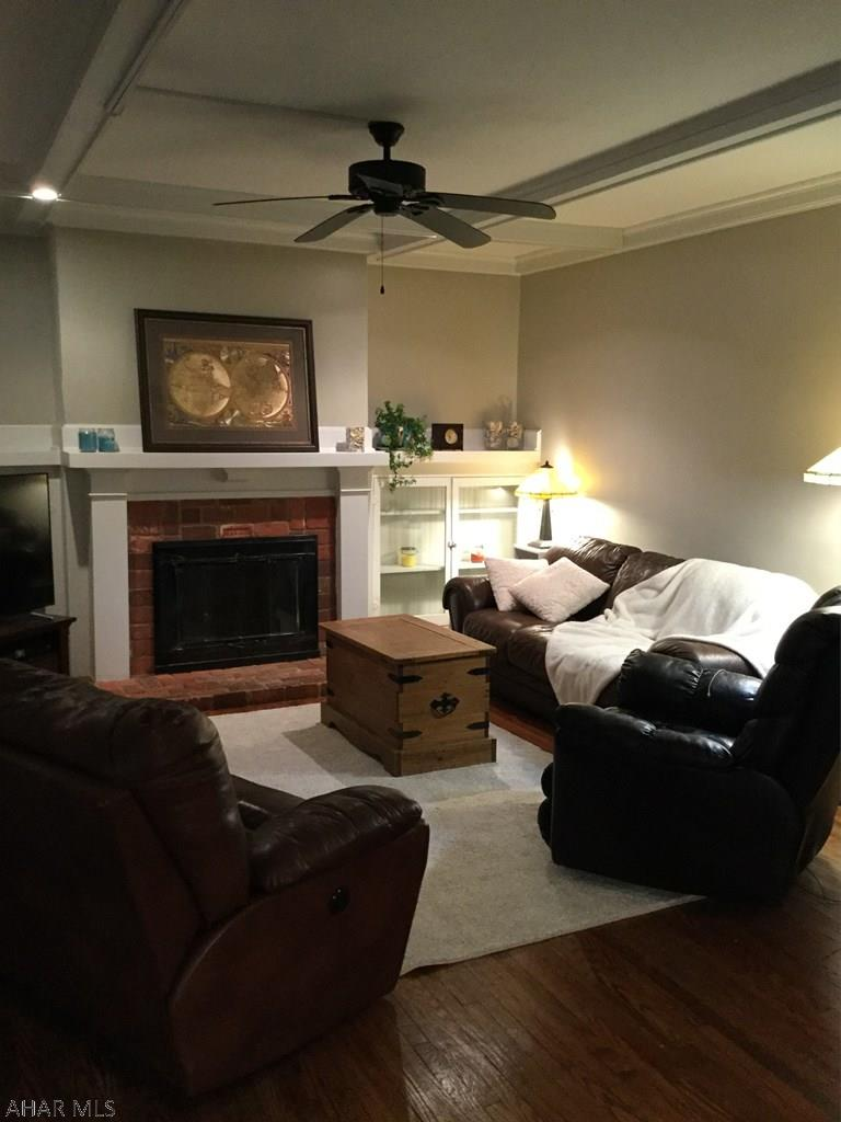 200 Milton Avenue, Living room pic