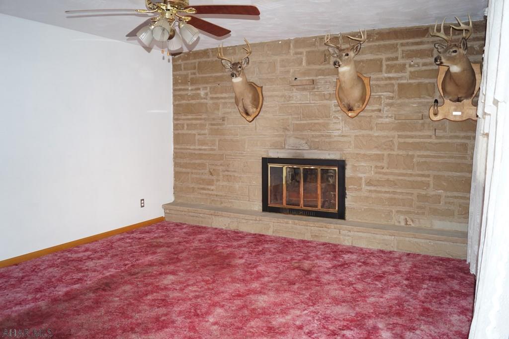 205 Hope Lane, Living room