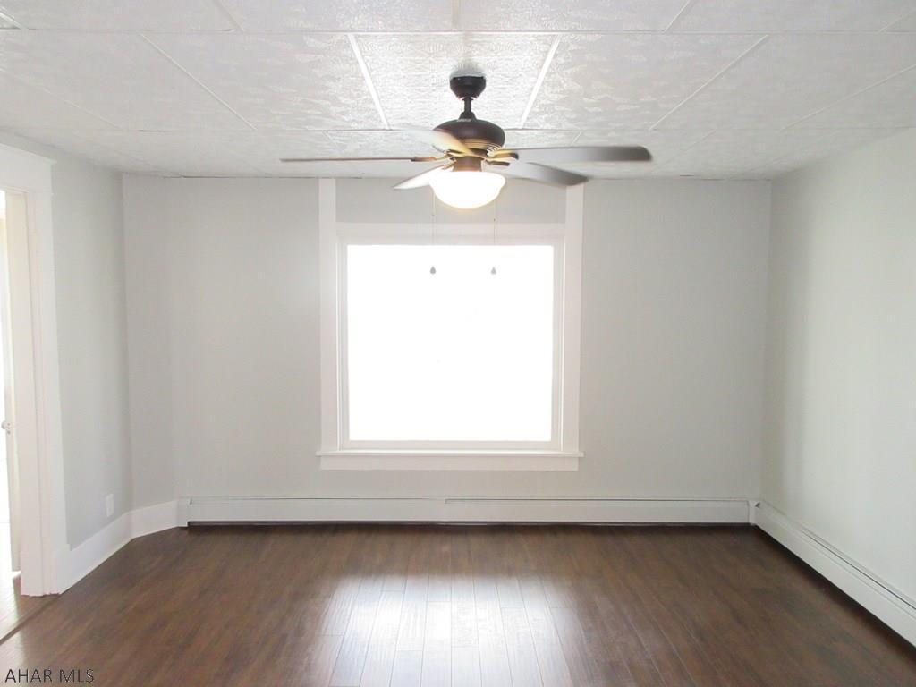 2101 15th avenue Living room pic
