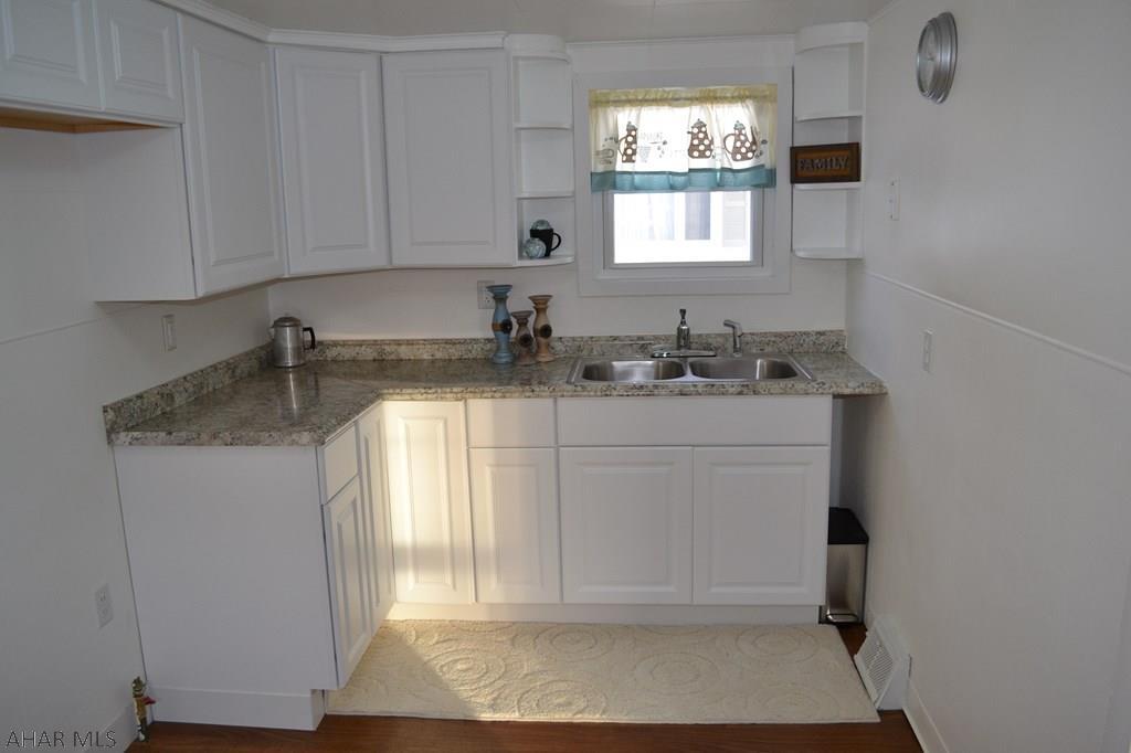 213 Emerson Street, Kitchen pic