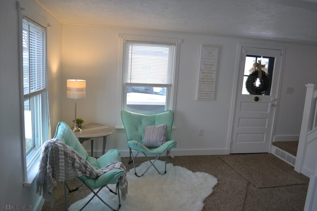 213 Emerson Street, Living room pic