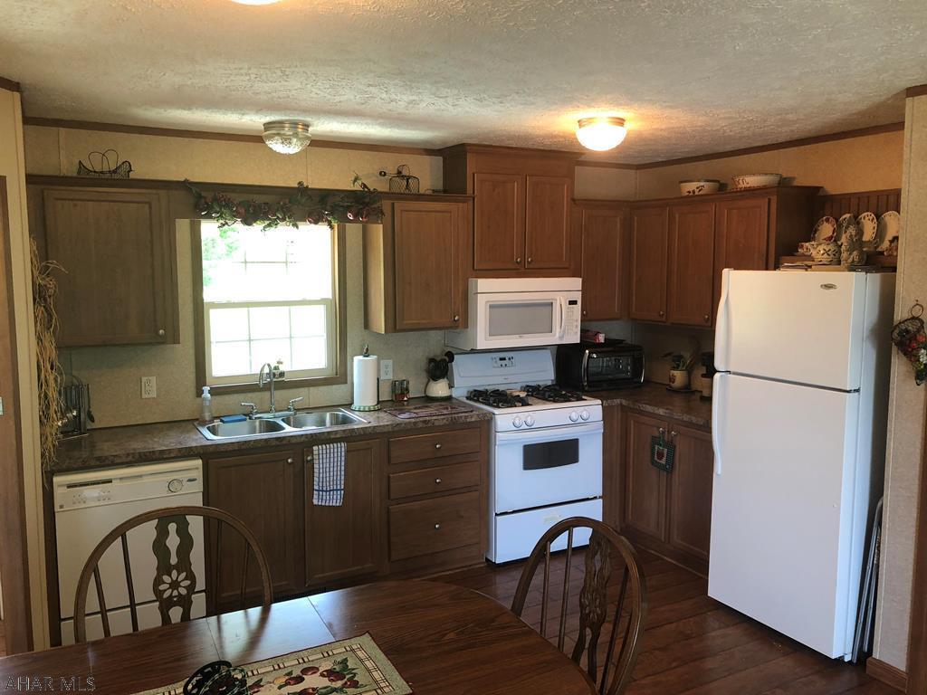 219 N 16th Avenue, Altoona Kitchen pic
