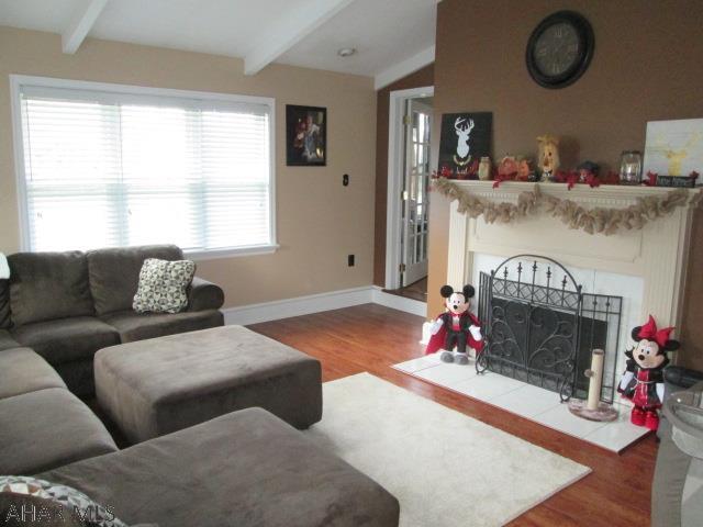 2608 Everett Road, Living room pic