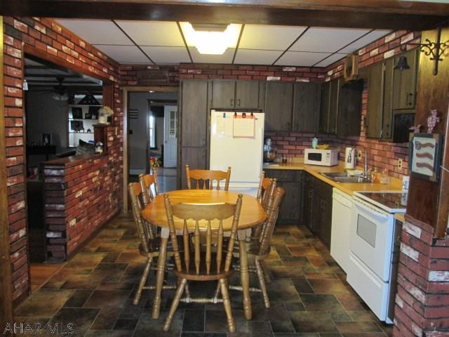30 Reese Ave, Colver Kitchen pic
