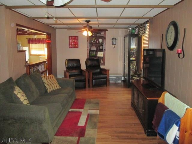 30 Reese Ave, Colver Living room pic