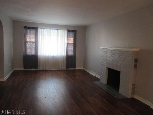 3606 Broad Avenue Extension, Living room pic