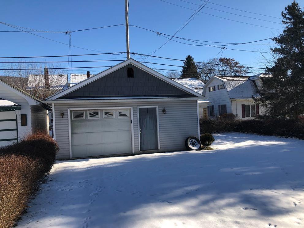 405 East Logan Avenue  Garage pic