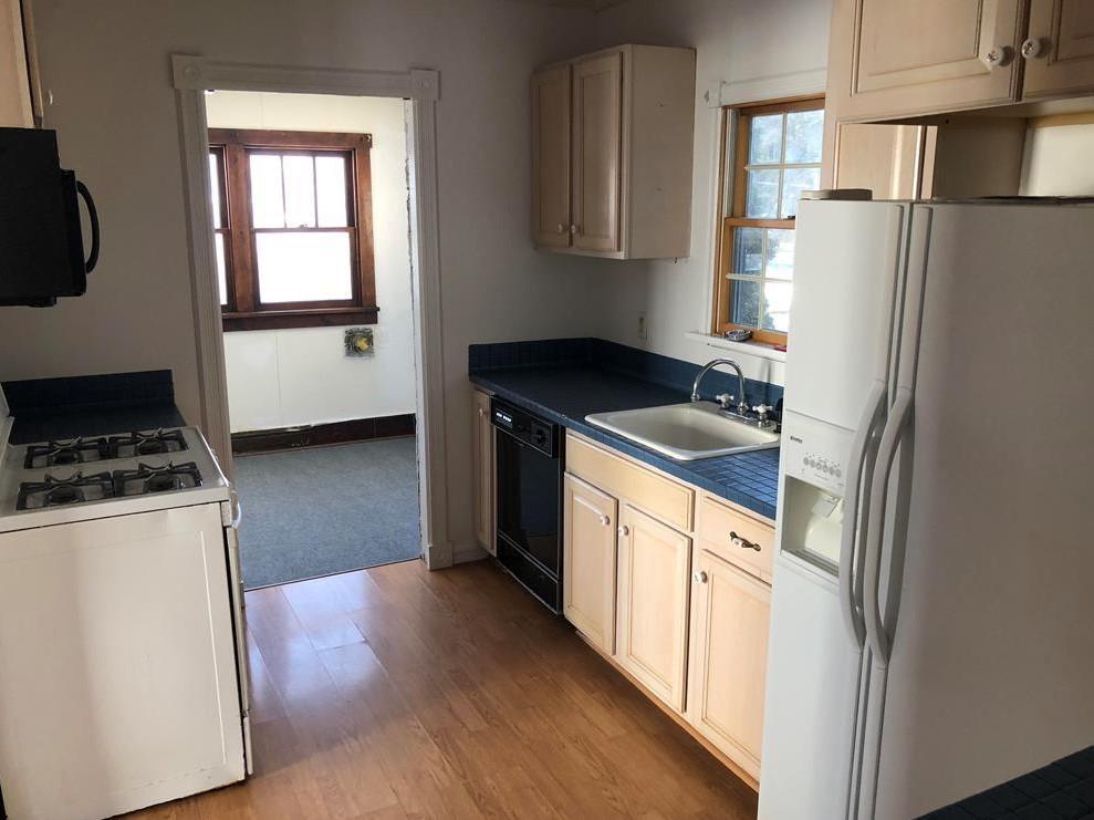 405 East Logan Avenue Kitchen pic