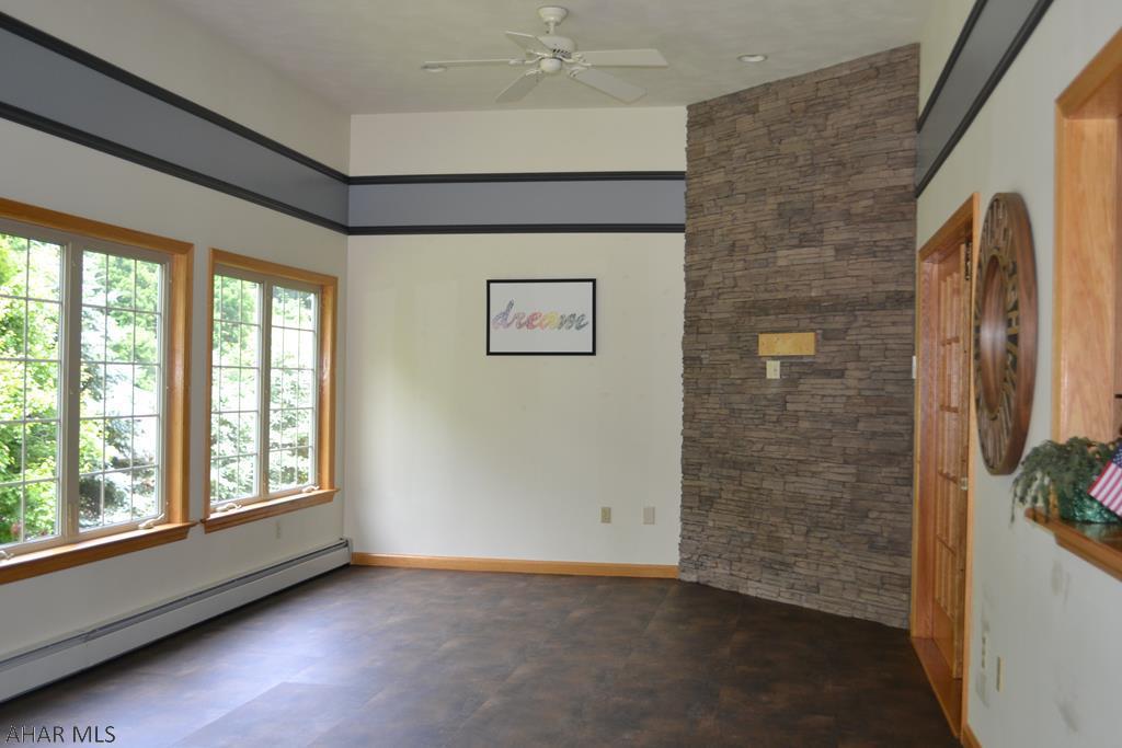 428 Windsor Drive, Bonus room pic