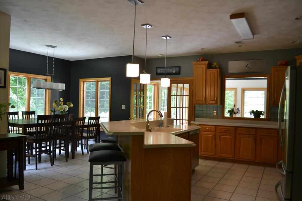 428 Windsor Drive, Kitchen and Dining area pic