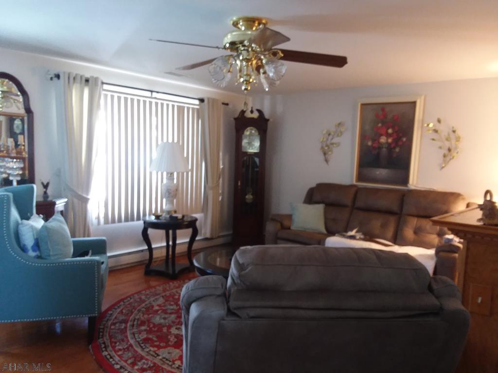506 North 10th Avenue Living room pic