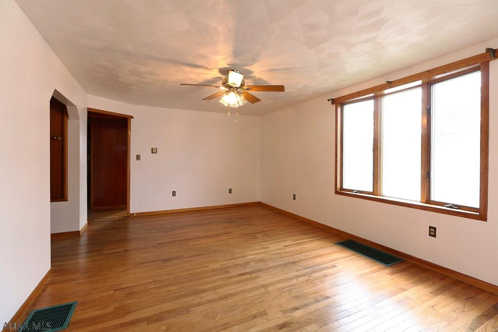 603 N 8th St, Bellwood Living room pic