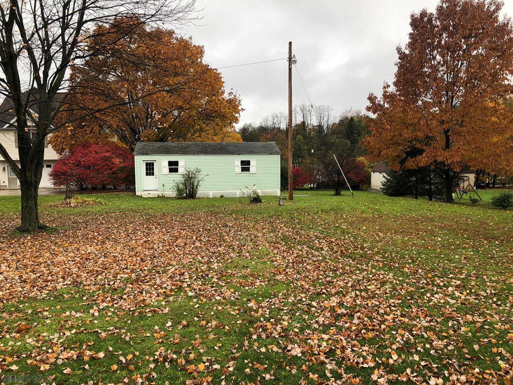 618 Yale Lane Backyard pic