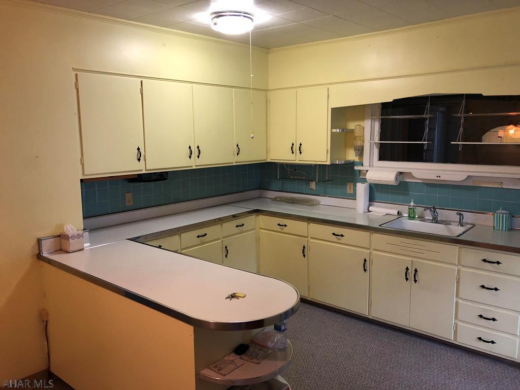 618 Yale Lane Kitchen pic