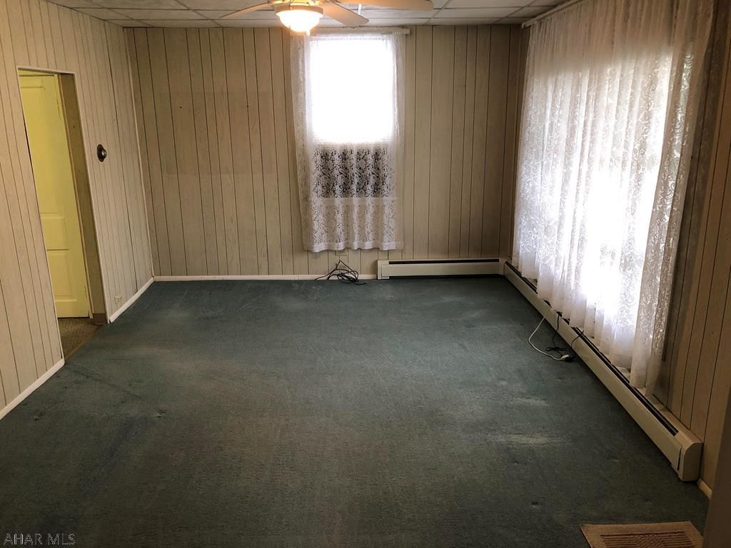 618 Yale Lane Living room pic